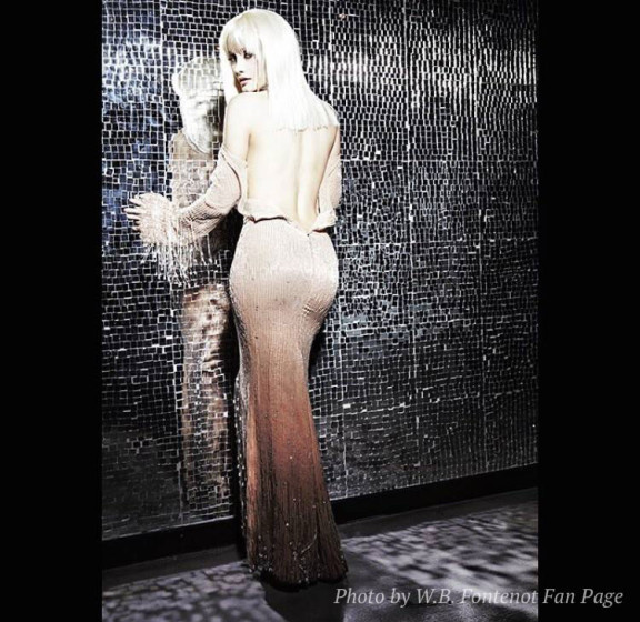 holly-madison-dress-576x560
